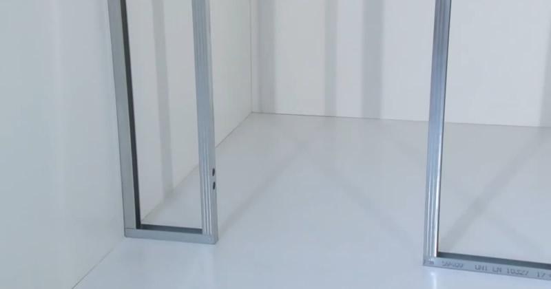 Montaggio telaio per porte a battente filomuro ECLISSE Syntesis Line battente vers cartongesso