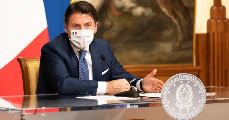 Coronavirus Covid-19: Il Presidente del Consiglio dei Ministri Giuseppe Conte firma il dPCM 3 dicembre 2020