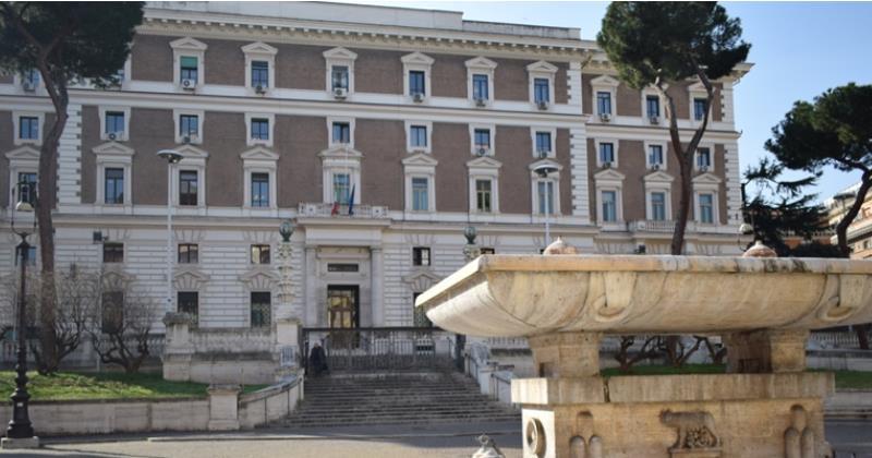 Coronavirus Covid-19 in Italia: Circolare del Viminale con le indicazioni ai Prefetti per prevenire gli assembramenti