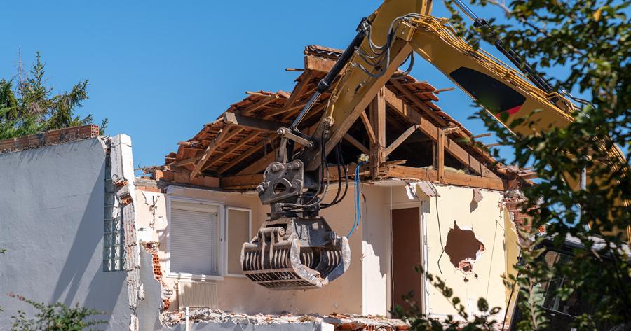 Abusi edilizi: quando si può procedere alla demolizione?