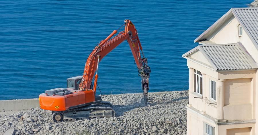Abusi edilizi, vincoli, sanatoria edilizia e demolizione: interviene il Consiglio di Stato
