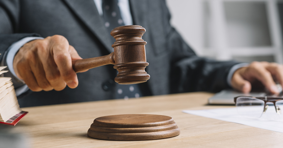 Abusi edilizi e ordine di demolizione: la Cassazione sulla sospensione