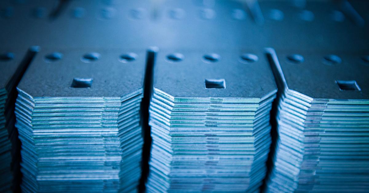 Fabbricazione di componenti saldati per la carpenteria civile in accordo con le norme della serie UNI EN 1090