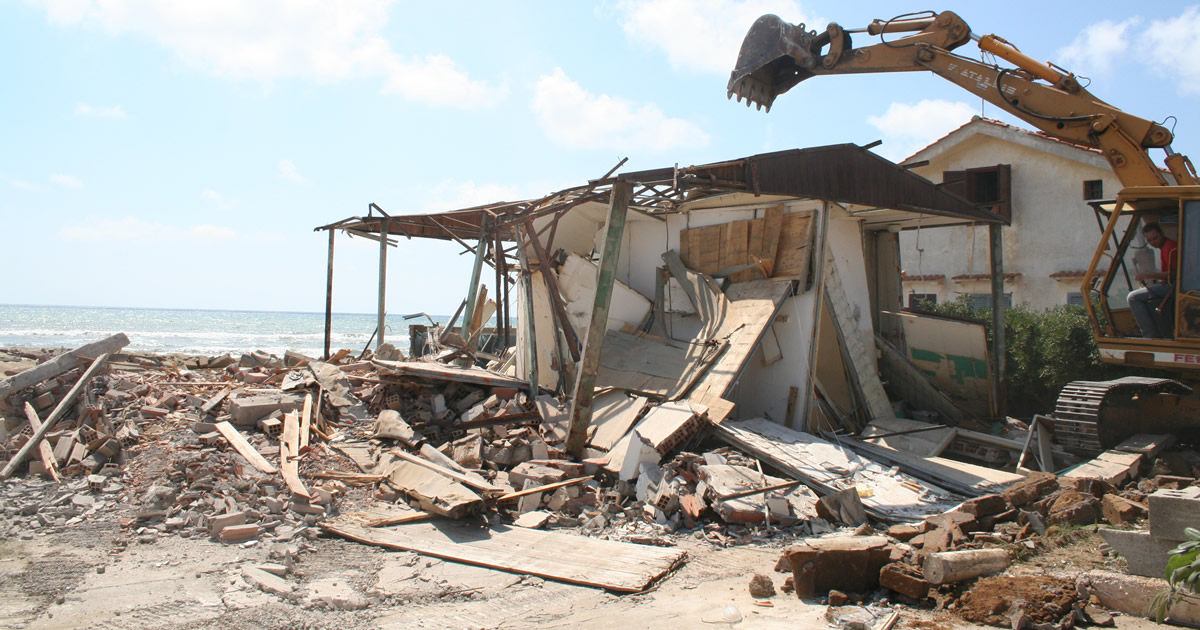 Abusivismo edilizio: dalle Regioni un dossier sulla demolizione dei manufatti abusivi