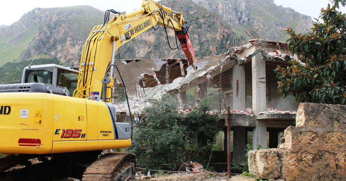 Demolizione Edifici Abusivi: un Convegno ad Ischia tra Politici e Magistrati sul decreto Falanga
