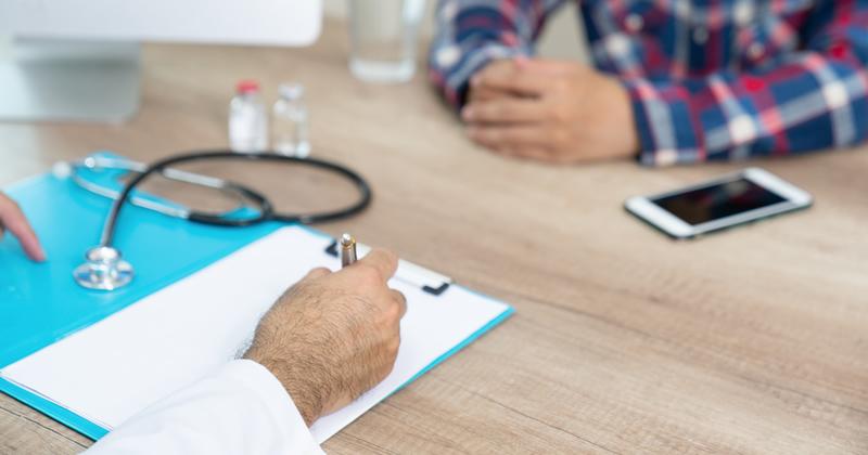 Codice dei contratti: mentre il dottore studia il paziente muore
