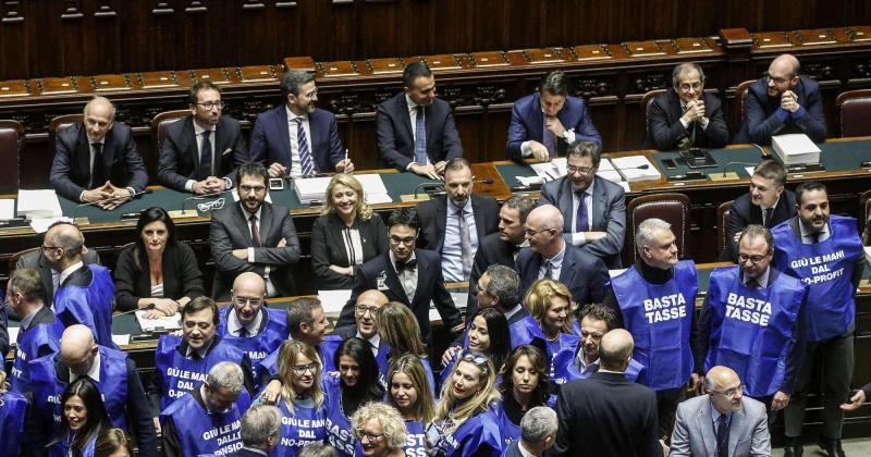 Legge di bilancio 2019 approvata in via definitiva dalla for In diretta dalla camera dei deputati