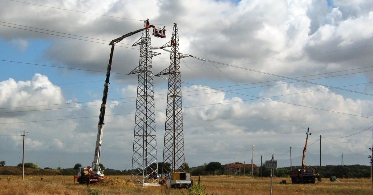 Lavori in prossimità di linee elettriche aeree - Valutazione del rischio e misure di prevenzione