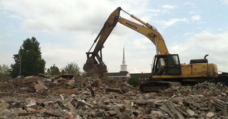 Abusi edilizi: l'acquisizione dell'immobile al patrimonio pubblico non blocca l'ordine di demolizione