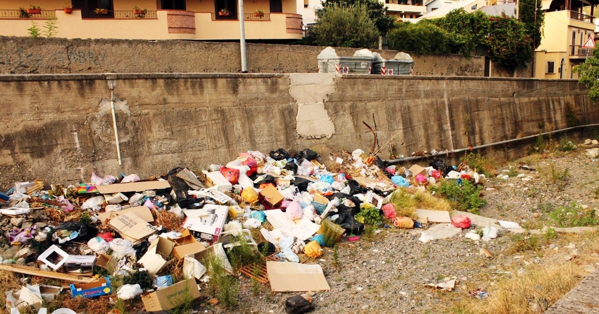 Regione siciliana: I rifiuti nei corsi d'acqua sono competenza dei Sindaci