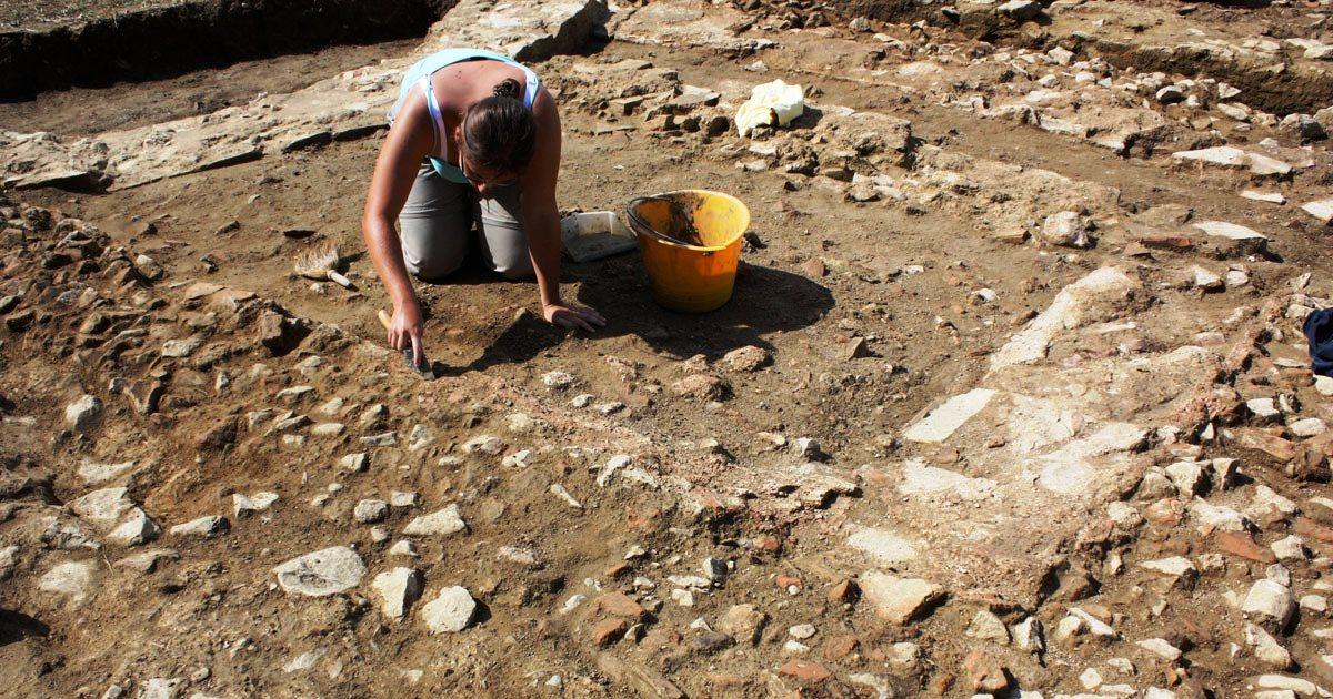 Archeologia e scavo archeologico: Prassi di riferimento UNI/PdR 16:2016